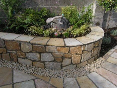 Jardineras en fachadas ideas para decorar el frente de - Como hacer jardineras de piedra ...