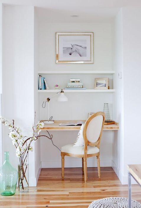 How to decorate a small study room