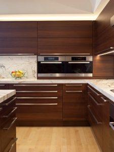 cocinas de madera modernas en tonos oscuros (7)