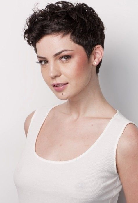 Corte pixie para cabello ondulado