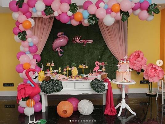Mesas de postres para fiesta de flamingos