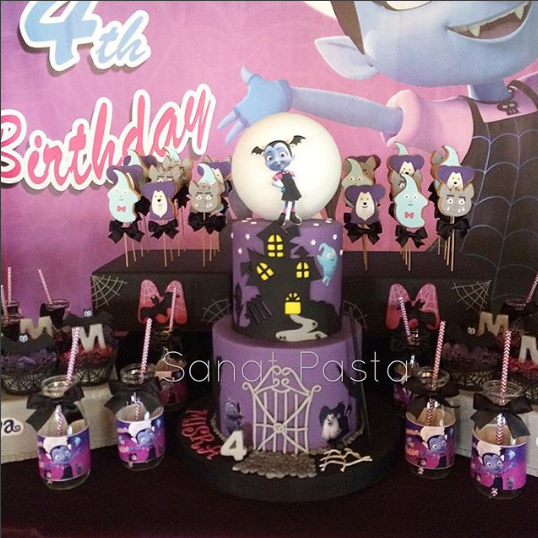 Cakes for vampire party
