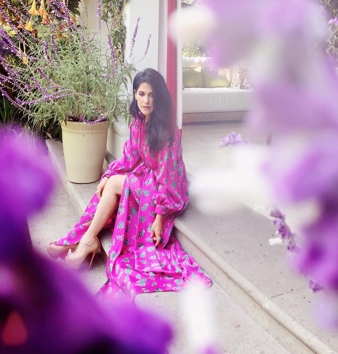 outfits para mujeres de 40 en rosa fuscia