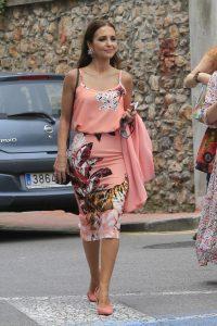 Outfits para mujeres de 40 living coral