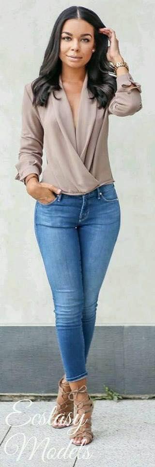 Diseño de blusas cruzadas para mujeres color nude