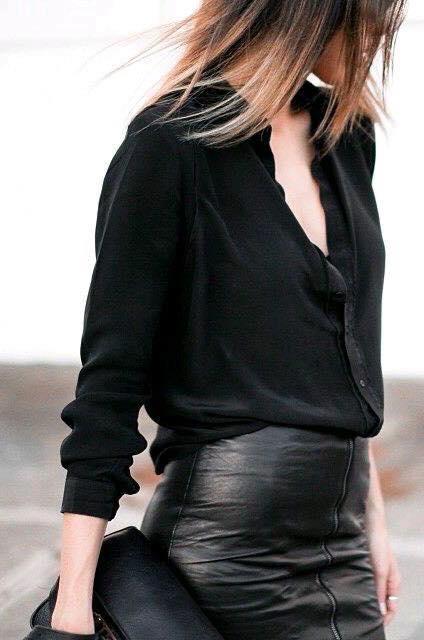 Moda para mujeres de 40 en color negro con falda