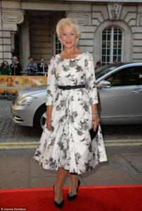 Moda para mujeres de 65 años 2019 con vestidos