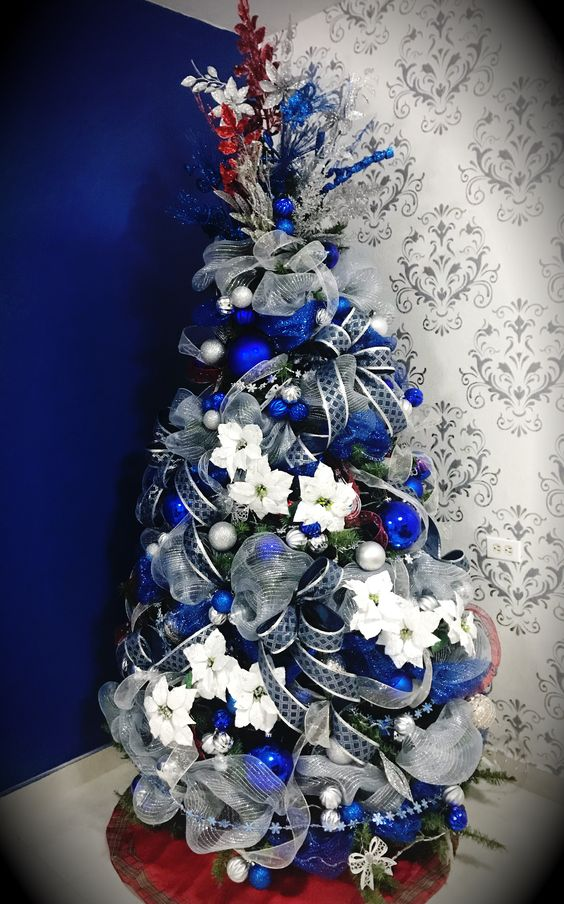 Árbol de navidad plata y azul con listones