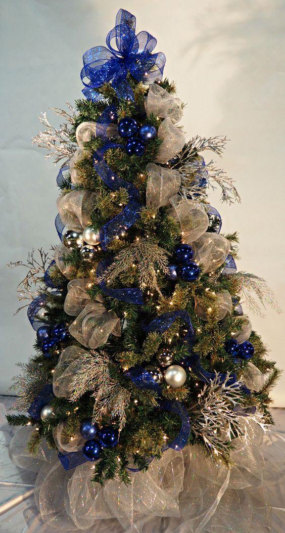 Árbol de navidad plata y azul con malla