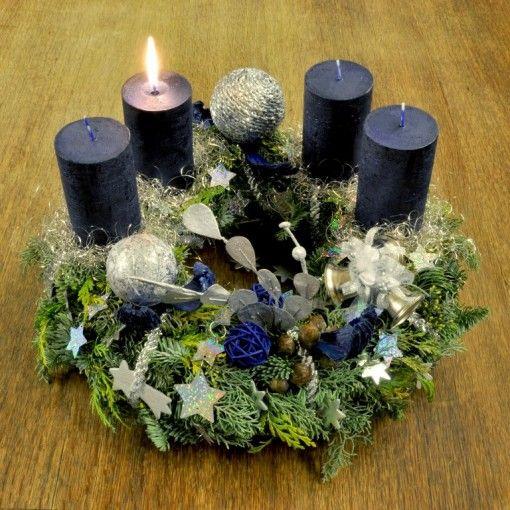 Corona de adviento de navidad plata y azul