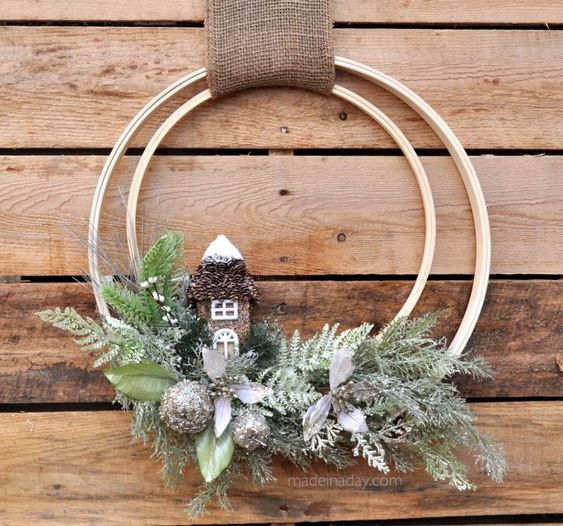 Coronas navideñas con aros o bastidores