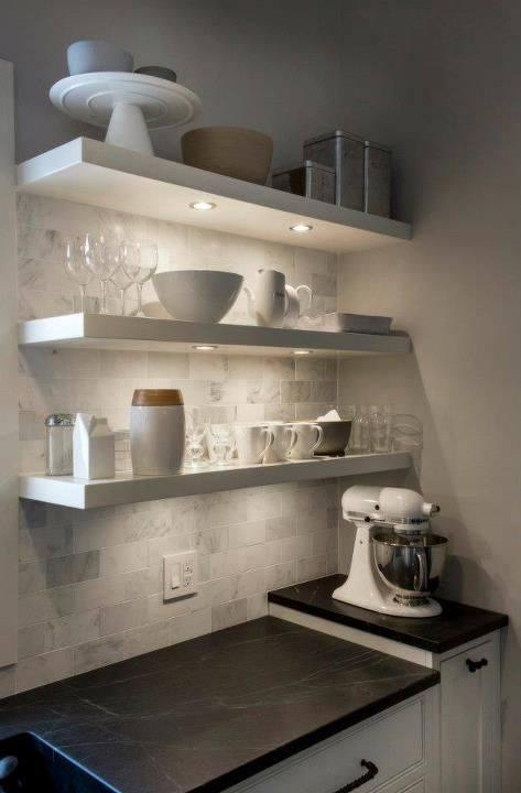 Decoración repisas cocina blancas