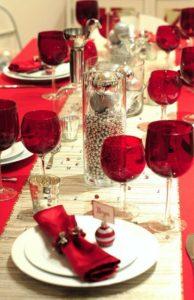 centros de mesa navideños con esferas para el comedor