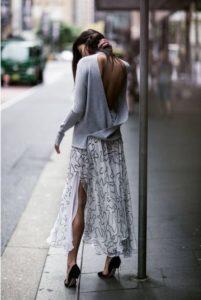 como vestir casual y elegante con blusas extragrandes