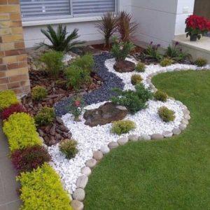 jardines para frentes de casas pequeñas con piedra