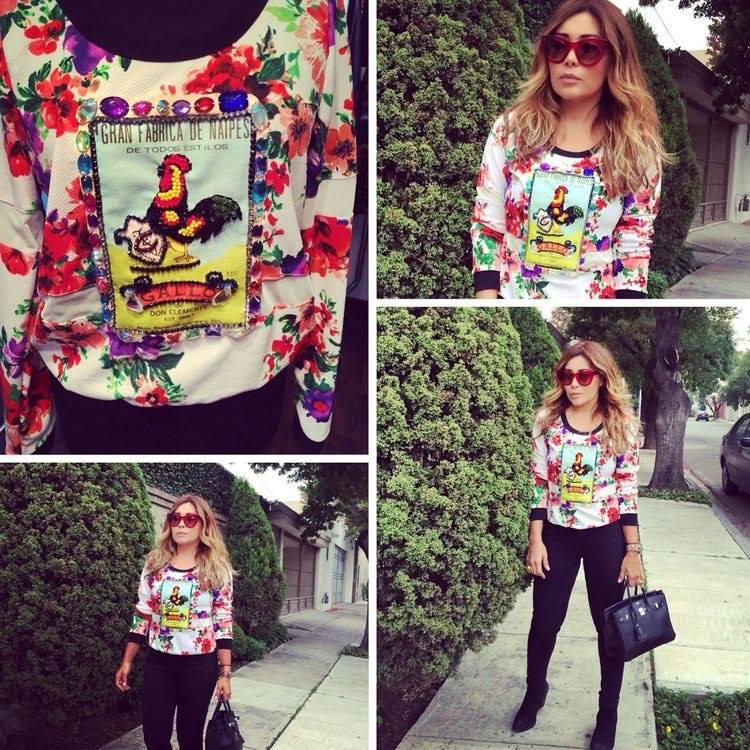 outfit mexicano con playera y jeans de moda para mujeres