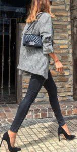outfits con jeans y tacones para otoño - invierno