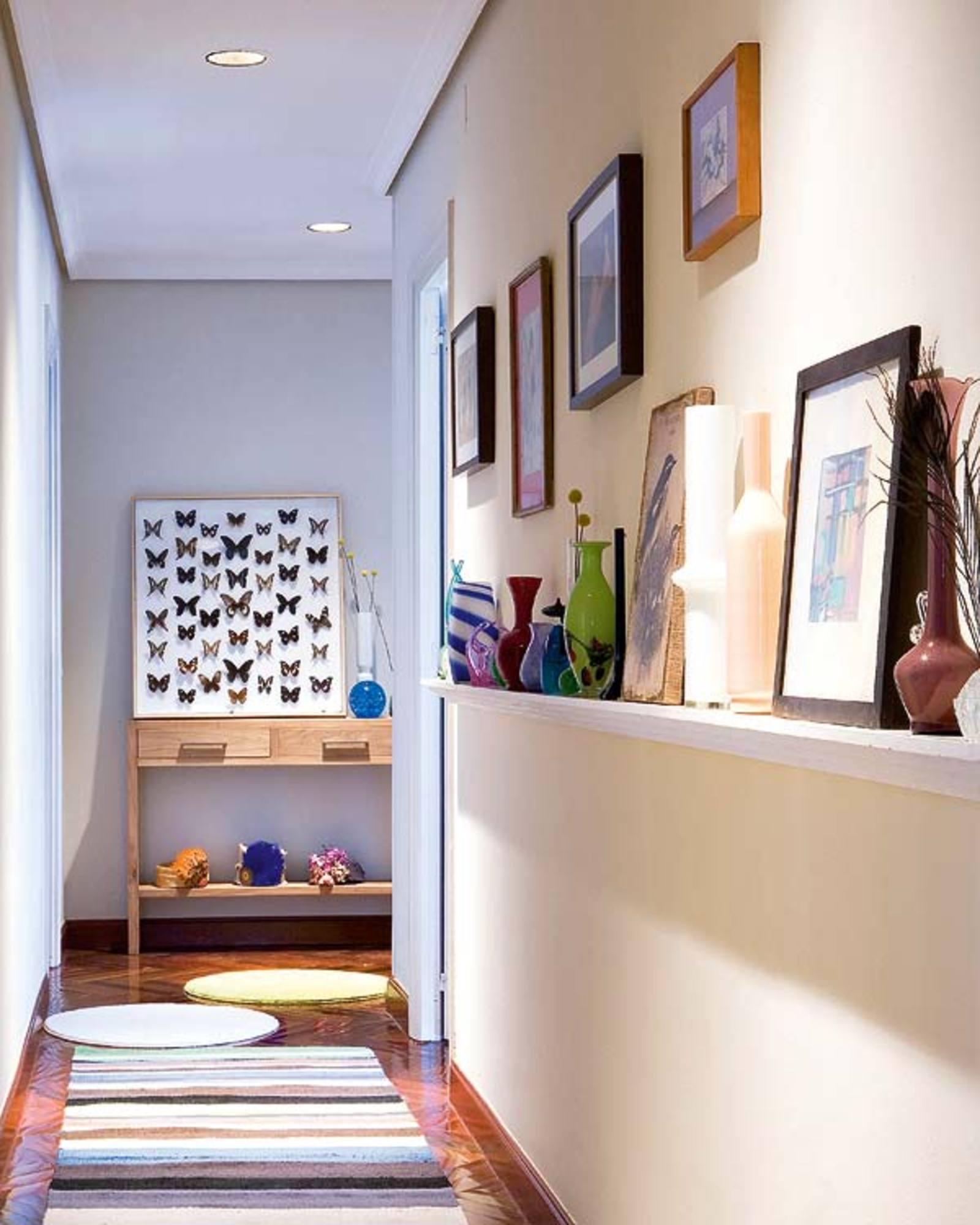 como decorar un pasillo interior