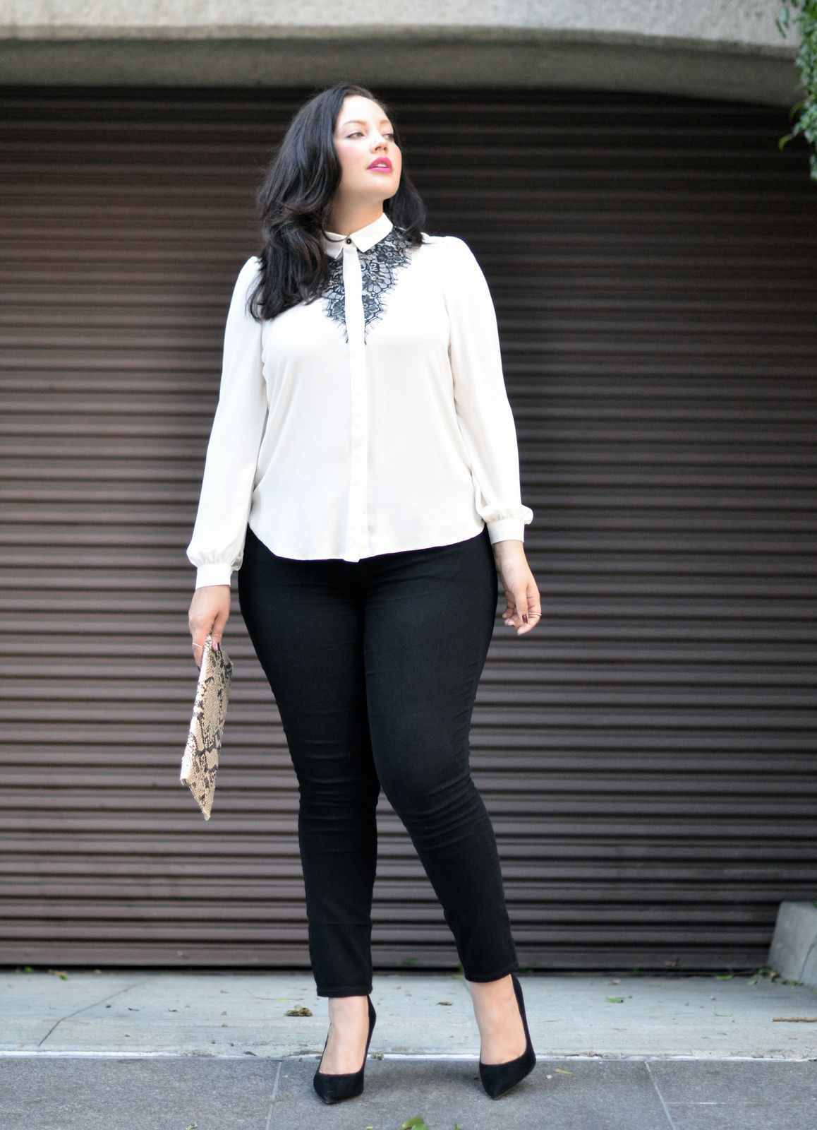 jeans corte alto tipo skinny para un look de oficina chicas plus
