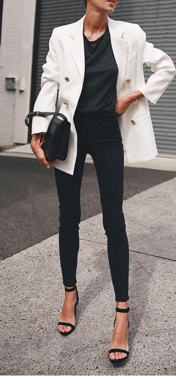 looks con blazers y jeans para mamas que trabajan