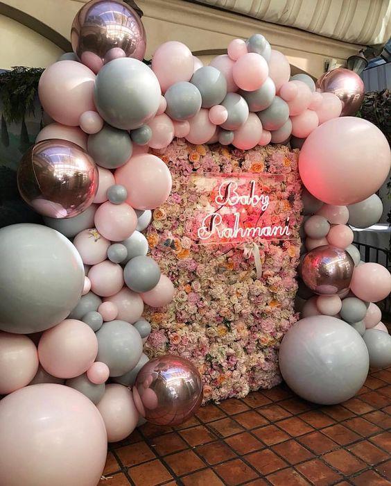 mamparas con globos para decorar fiestas