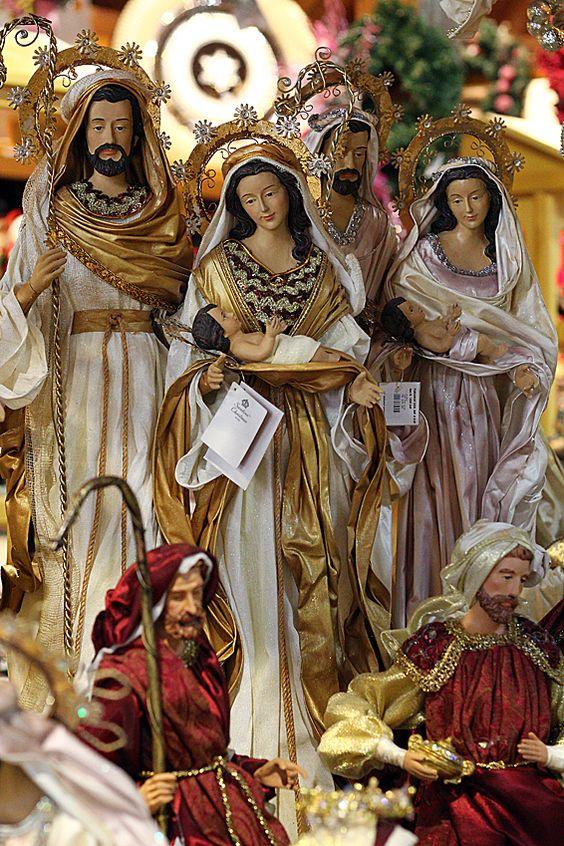nacimientos de navidad en dorado