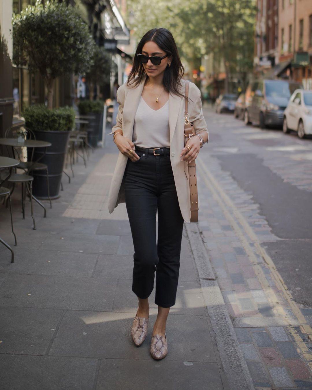 outfits con flats para mamas que trabajan