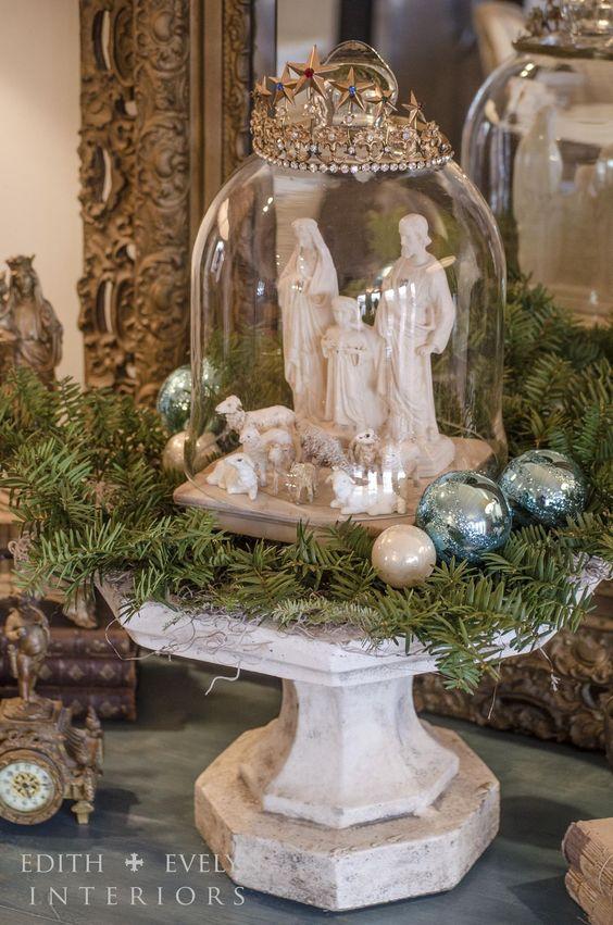pesebres navideños montados en jarrones de cristal