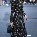 ropa de moda con lunares para mujeres de 30 años