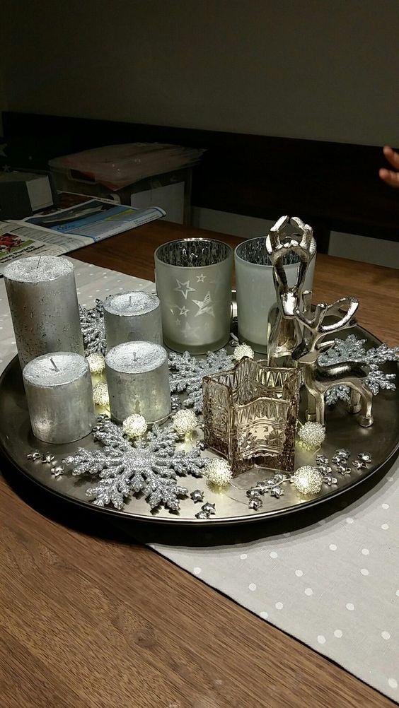 arreglo navideño con un platon o bandeja con velas