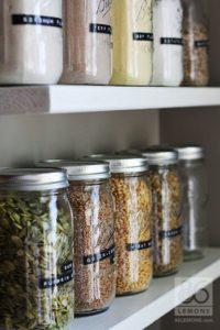 contenedores de vidrio para organizar la despensa