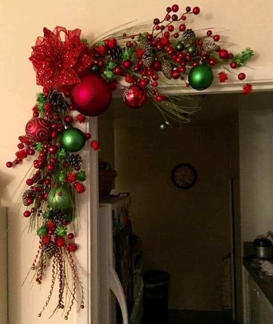 esferas rojas para decorar guirnaldas navideñas en navidad