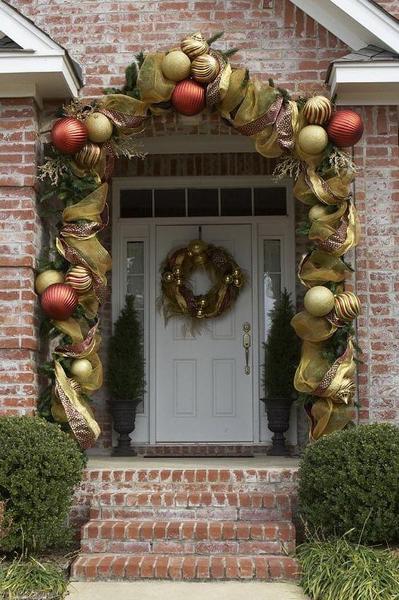 manualidades navideñas con esferas para puertas