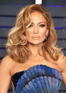 melenas cortas en cabello ondulado para mujeres de 40 o mas
