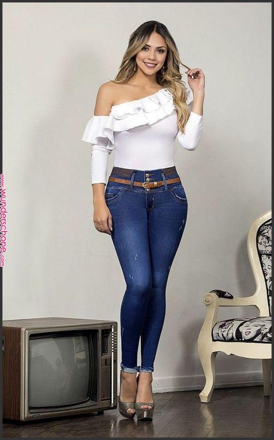 utiliza jeans altos y tacones para disimular vientre bajo