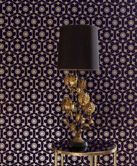 Usar papel tapiz en una pared para reformar tu casa