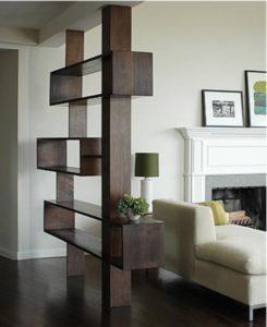 Puedes aprovechar una viga para crear estantes o repisas decorativas