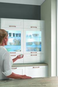 Como iluminar vitrinas y repisas