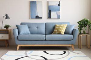 Sofá moderno azul pastel