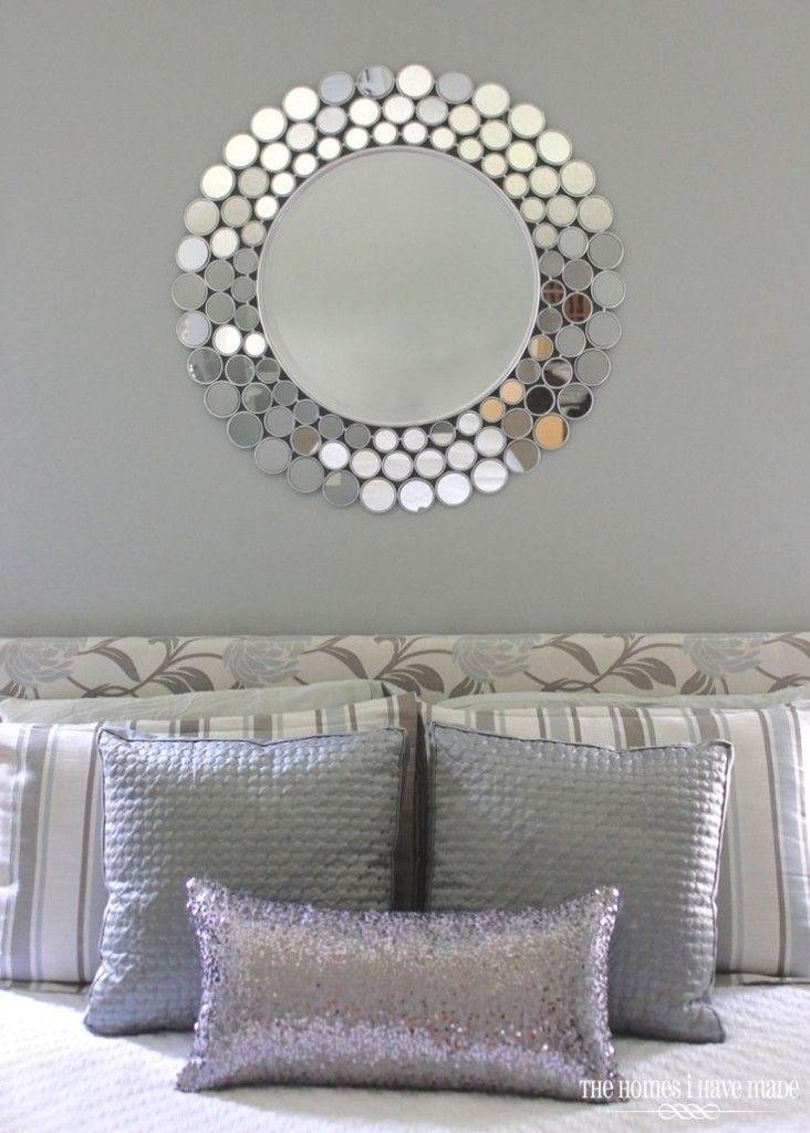 Decoración con espejos redondos en recamara