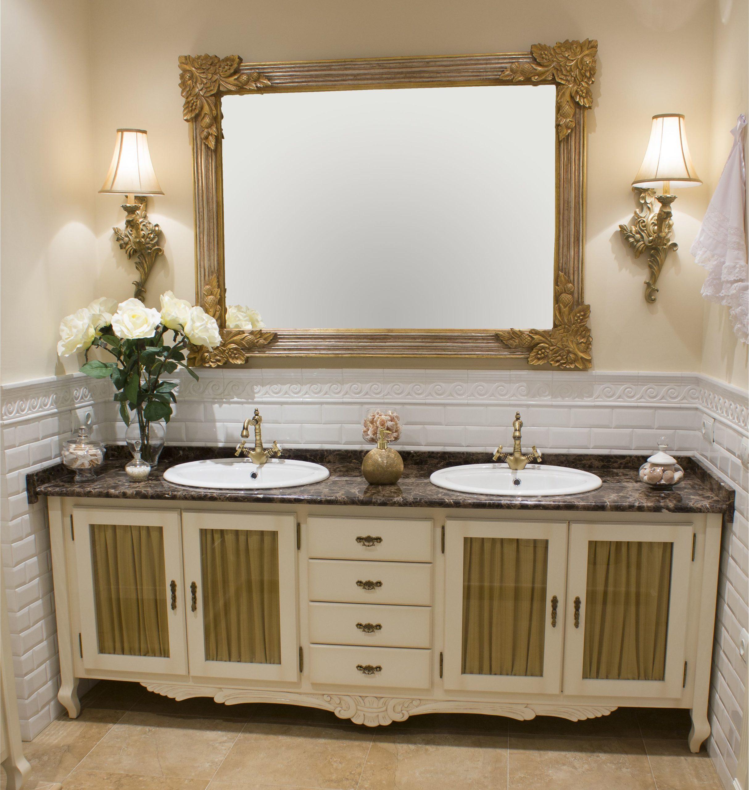 Decoración y diseño de baños con dos lavabos estilo vintage
