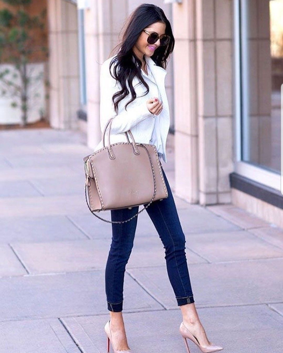 Outfits con tacones beige para mujeres de 35 y mas