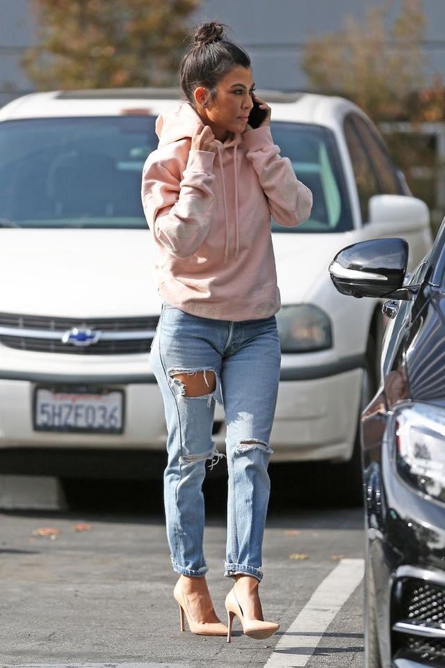 Outfits con tacones beige para mujeres de 40 y mas