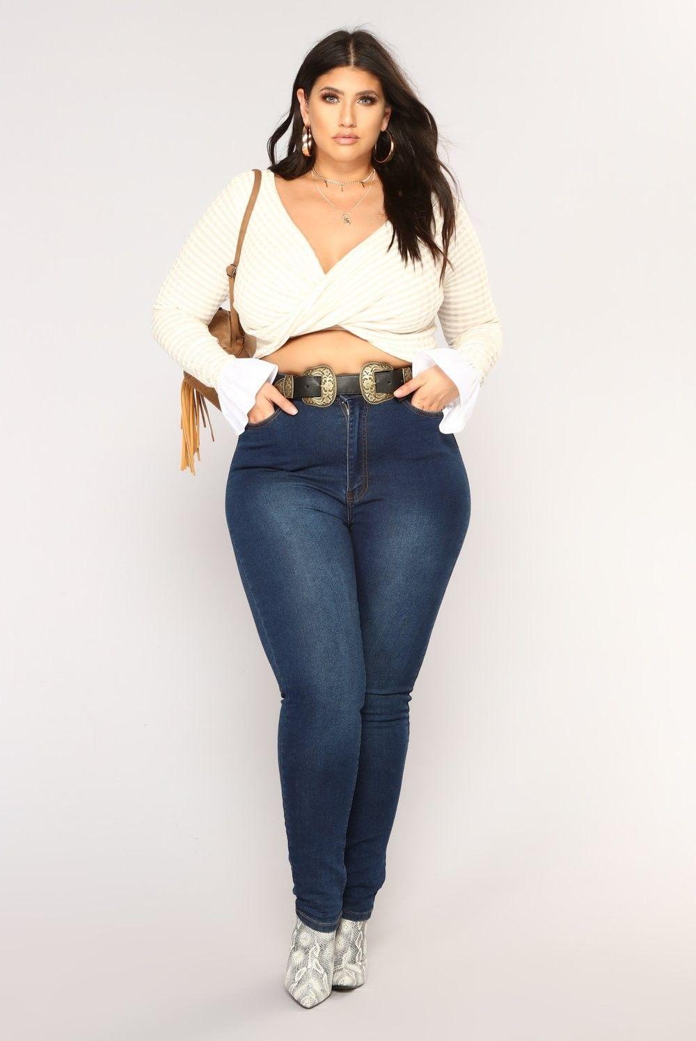 Outfits inspirados en Chiquis Rivera para lucir esas curvas con jeans altos