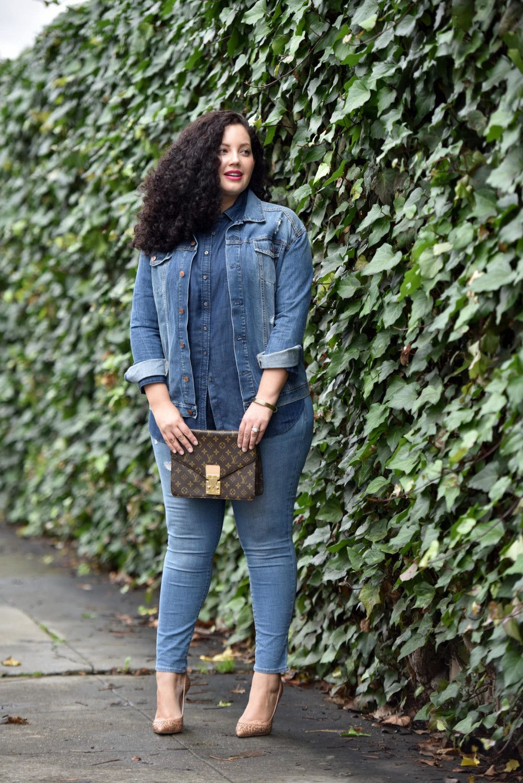 Outfits inspirados en Chiquis Rivera para lucir esas curvas con jeans y camisa de mezclilla