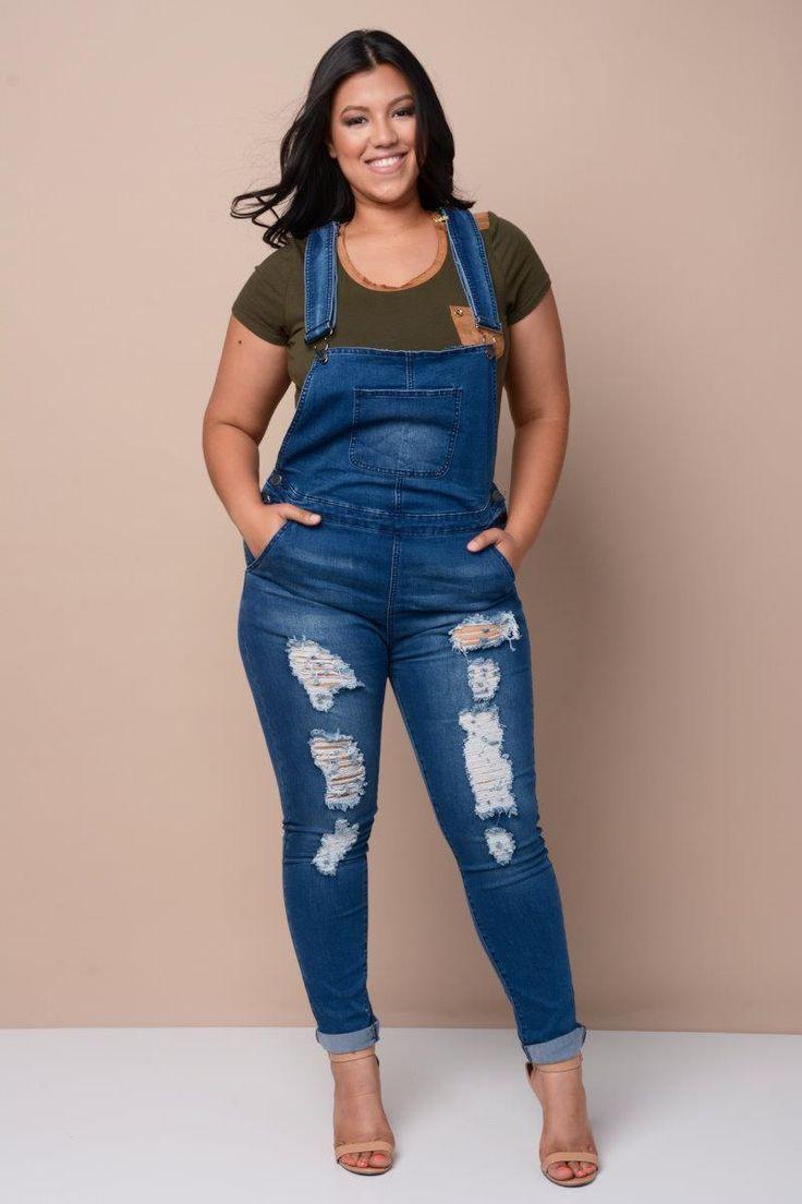 Outfits para lucir tus curvas con overol