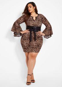 Outfits para chicas con curvas usando un estilo animal print