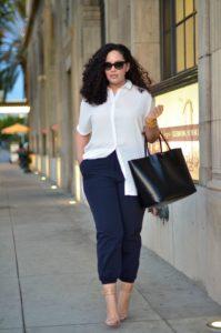 Outfits para chicas con curvas usando un estilo ejecutivo