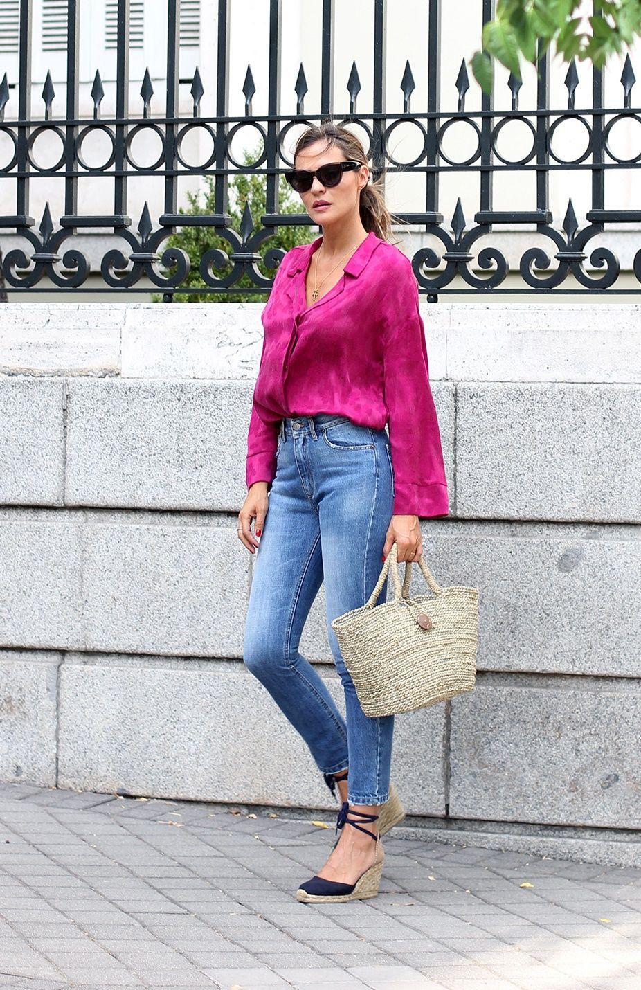 Outfits para mujeres de 30 años con blusa de seda