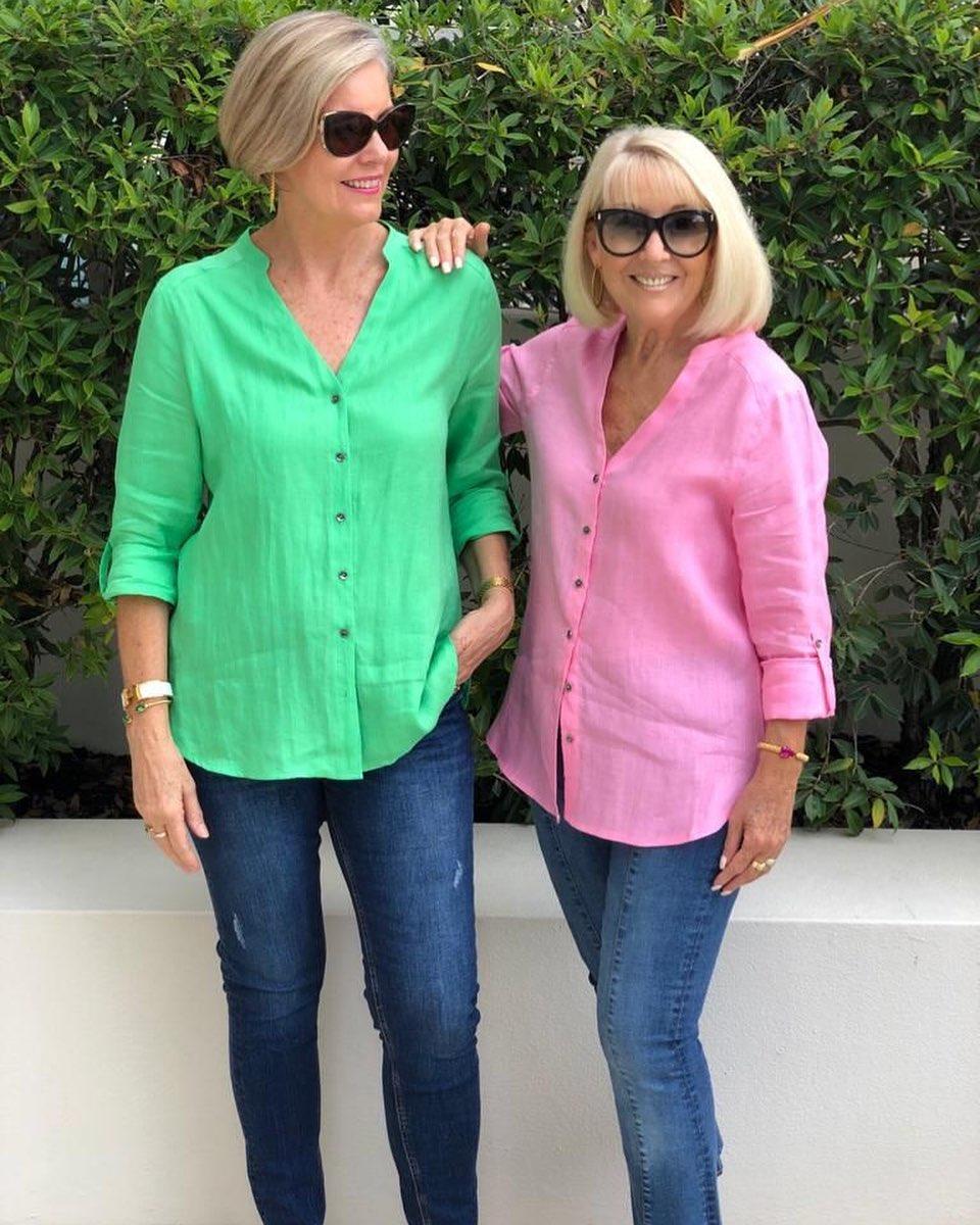 Ideas de outfits con jeans de mezclilla para señoras de 50 años o mas